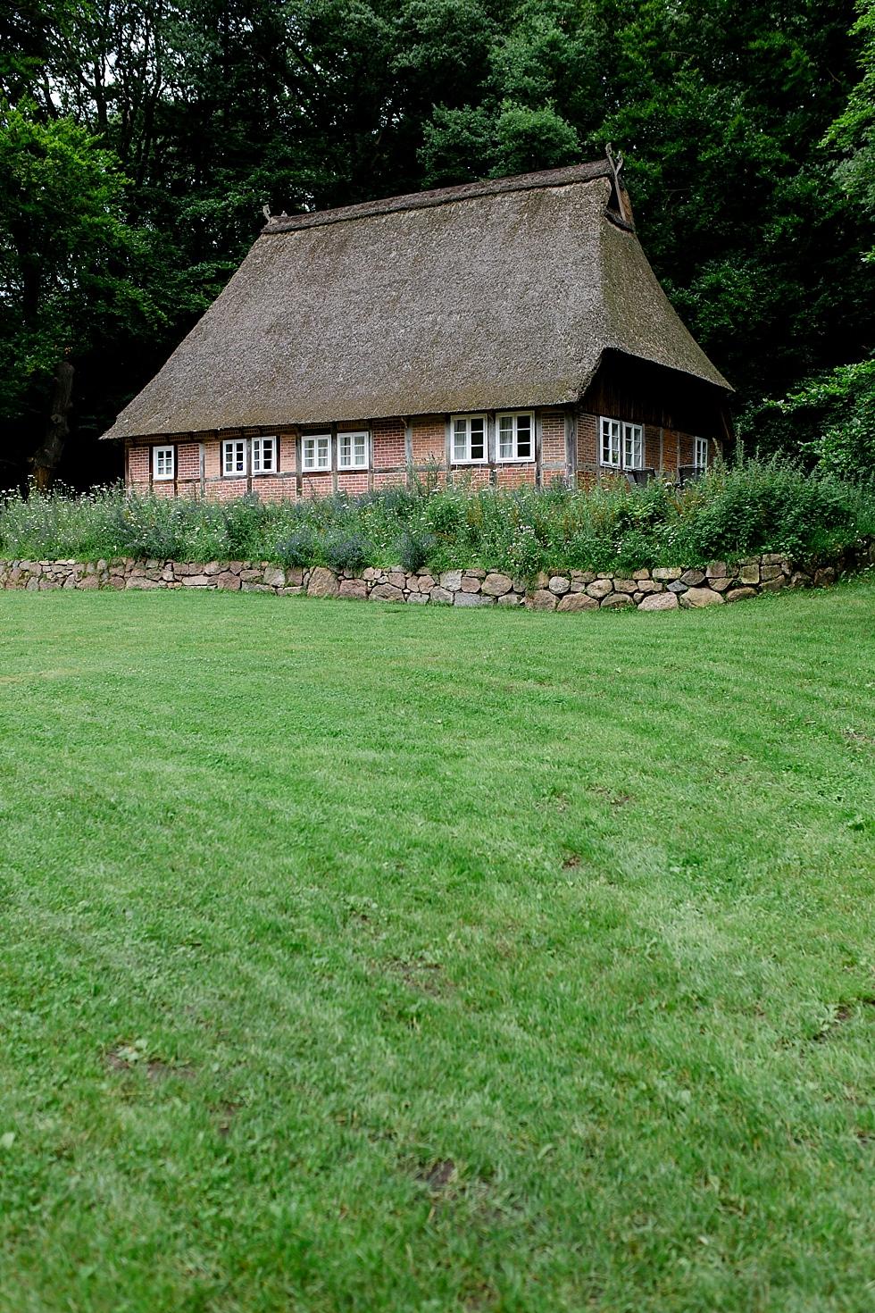 Haus mit Reetdach, Übernachtungsmöglichkeit im Haverbeckhof, Heiraten im Haverbeckhof Bispingen - Jana Richter fotografie-2.jpg