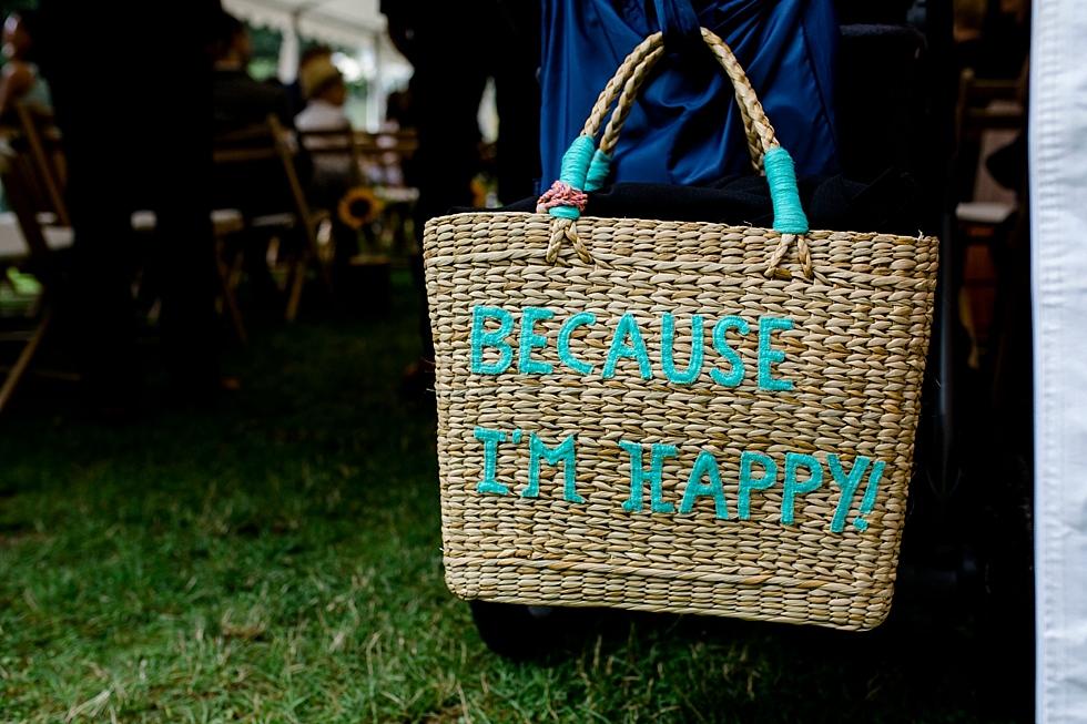 Because im Happy, Tragekorb, Korb mit Aufschrift, Heiraten im Haverbeckhof Bispingen - Jana Richter fotografie-34.jpg
